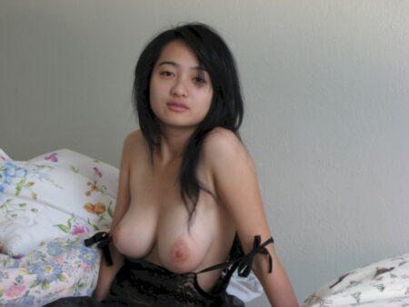 Asiatique réellement chaude cherche un mec impudique