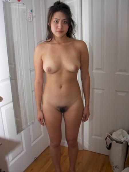 Femme asiatique sexy très romantique cherche un mec clean