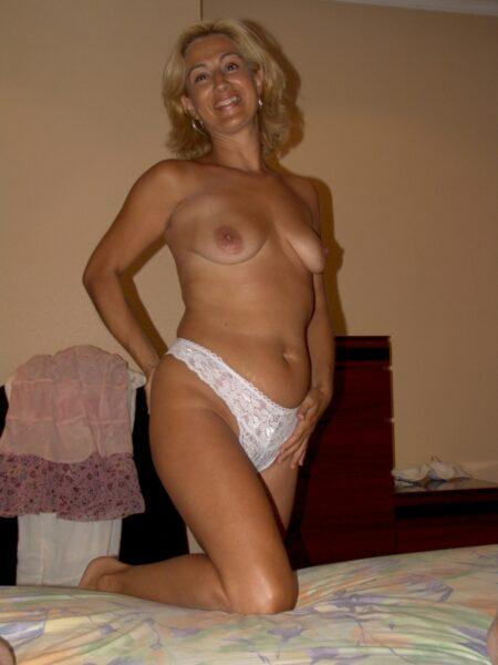 Femme sexy soumise pour libertin qui aime la domination souvent disponible