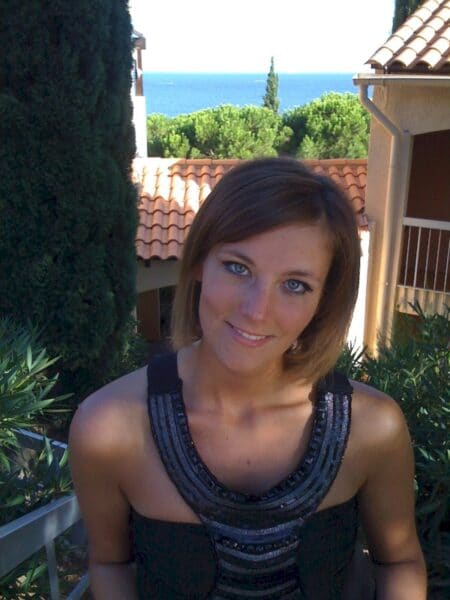 Très jolie femme adultère intéressée par un plan sexe